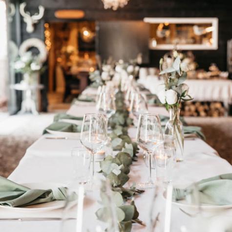 tafel aangekleed zeeland trouwen